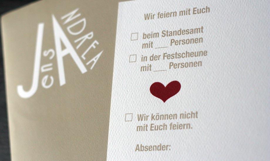Einladung zur Hochzeit, Design und Monogramm